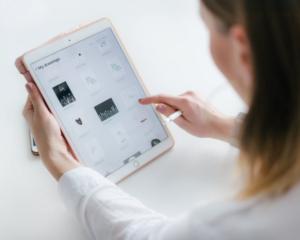 App móvil para mejorar la edición de fotos en iPad 300x240 c Aplicaciones móviles Alicante